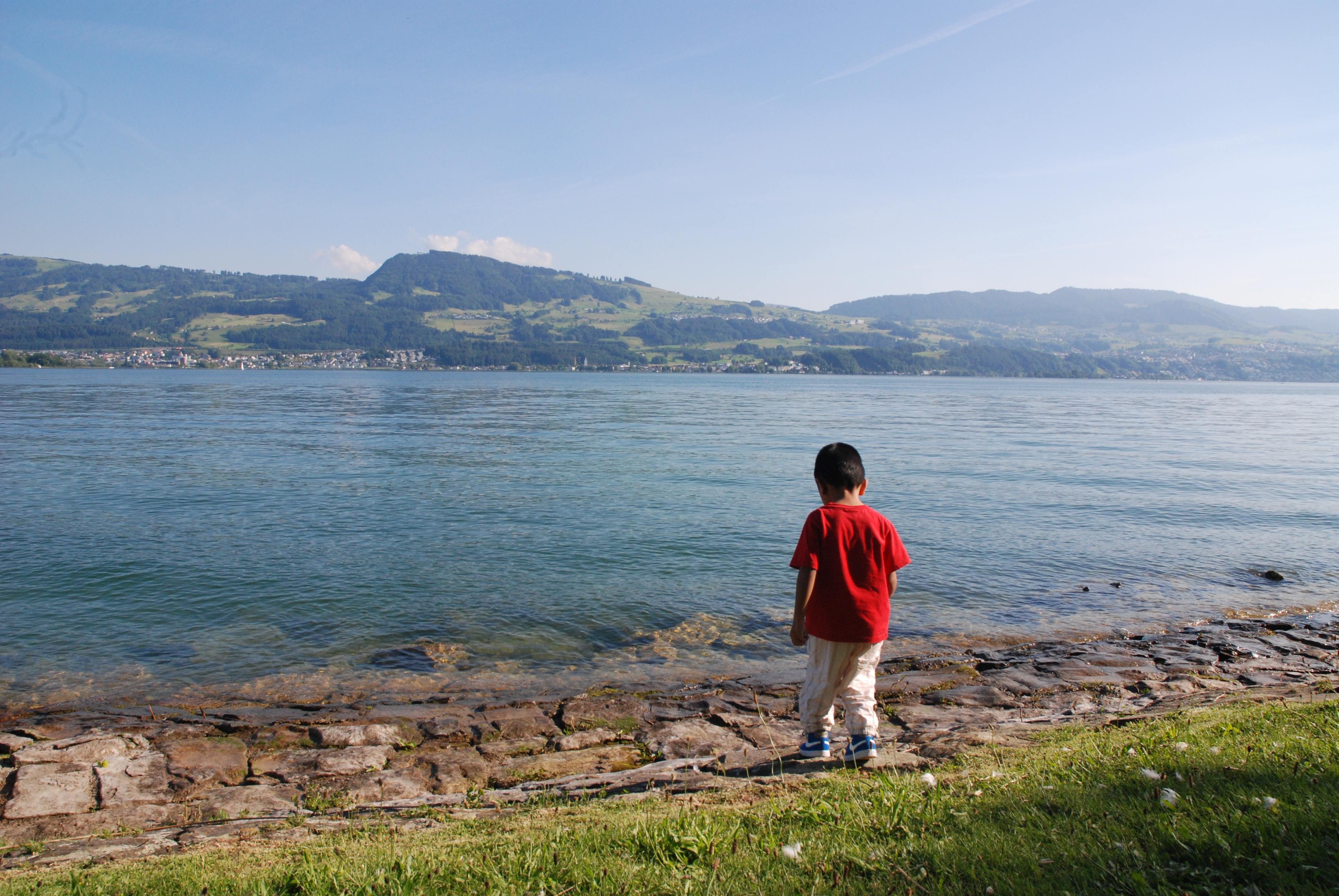 Hello Lake Zurich. Mum, may I touch the water?