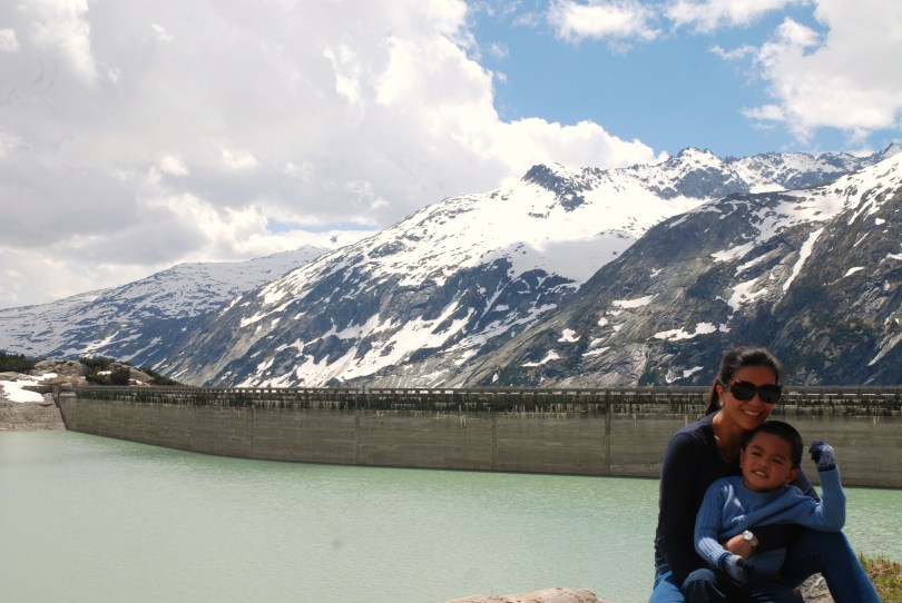 This was the dam at Grimsel Lake (Grimselsee), an artificial lake on top of the mountain, and that was Mum holding her baby.